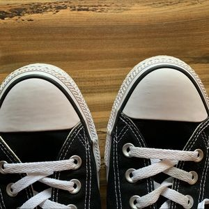 Converse Shoes - Converse black and white low top